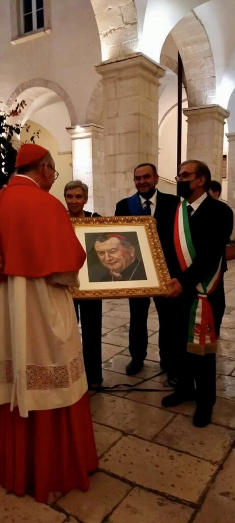 Consegna dipinto al cardinale Parolin